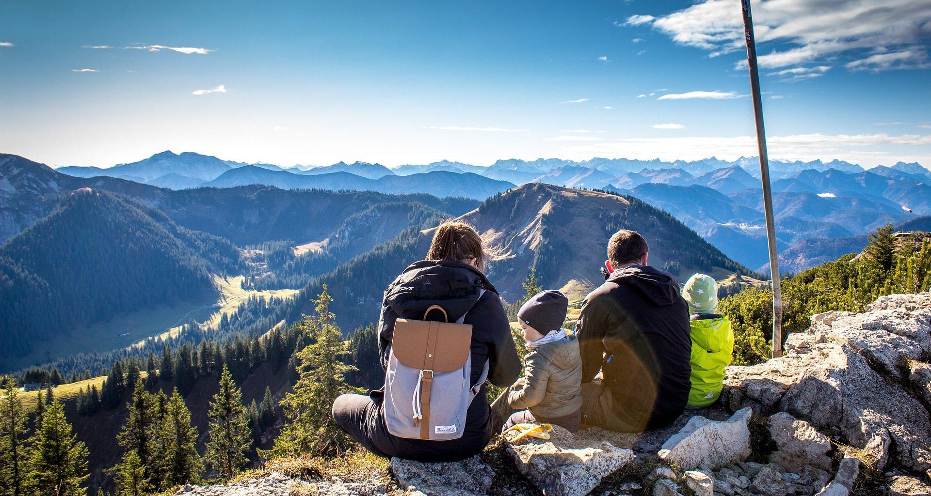семья в горах
