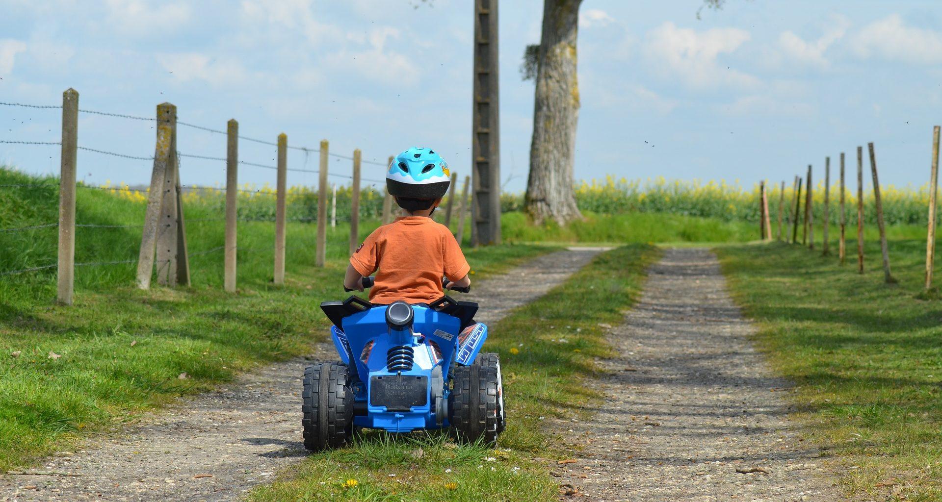 Нужны ли права на детский квадроцикл?